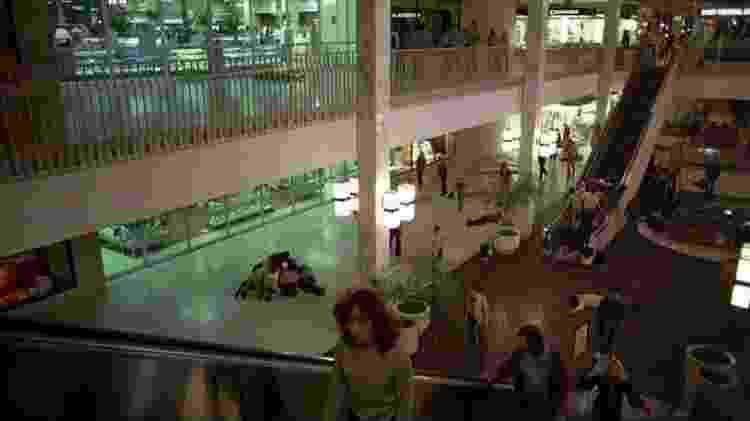 """Cena de """"O Despertar dos Mortos"""" (1978): Nem os zumbis resistem ao shopping aberto - Divulgação - Divulgação"""