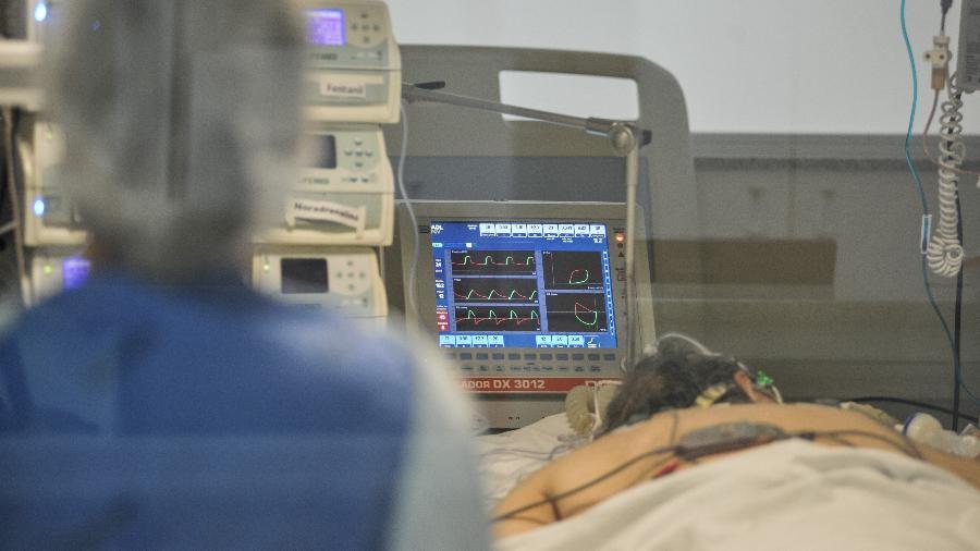 Com nova explosão de casos de covid-19, o estoque de oxigênio acabou em vários hospitais de Manaus - Reinaldo Canato/UOL