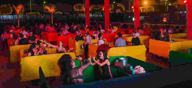 """Público do festival Quadradinho, dividido em """"cercadinhos"""" - Ana Wander Bastos/Divulgação"""