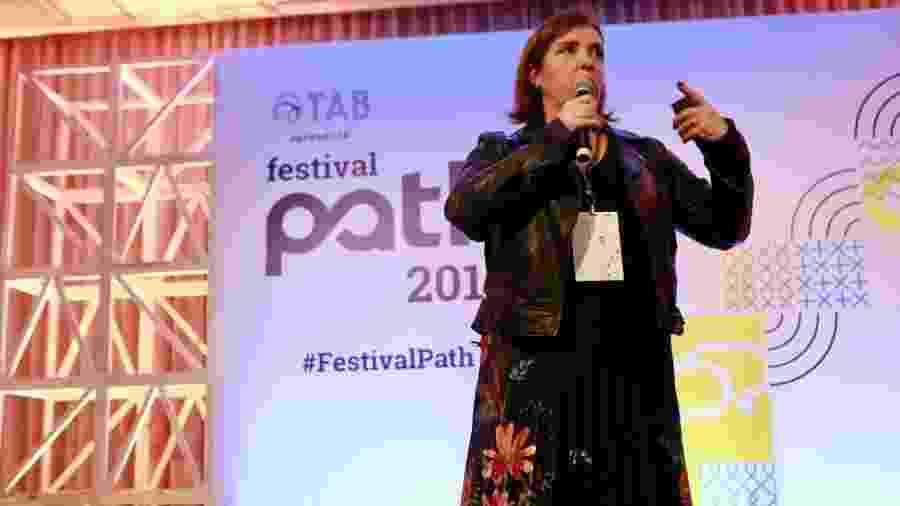 """A publicitária Fernanda Galluzzi na palestra """"Mundo pop: o melhor professor de branding"""" no Festival Path - Iwi Onodera/UOL"""