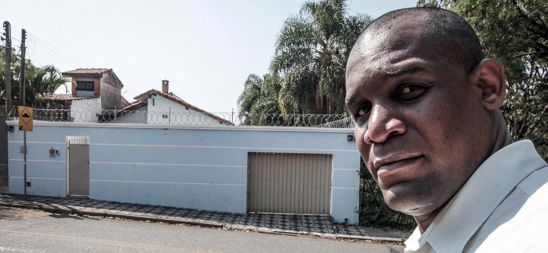 Osmar de Camargo, 41, em frente de casa, em Sorocaba (SP) - Epitácio Pessoa/UOL