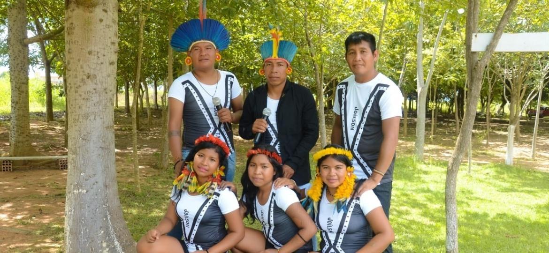 Garotos Apyãwa, grupo de forró indígena que faz sucesso cantando pisadinha em português e na língua Tapirapé - Divulgação