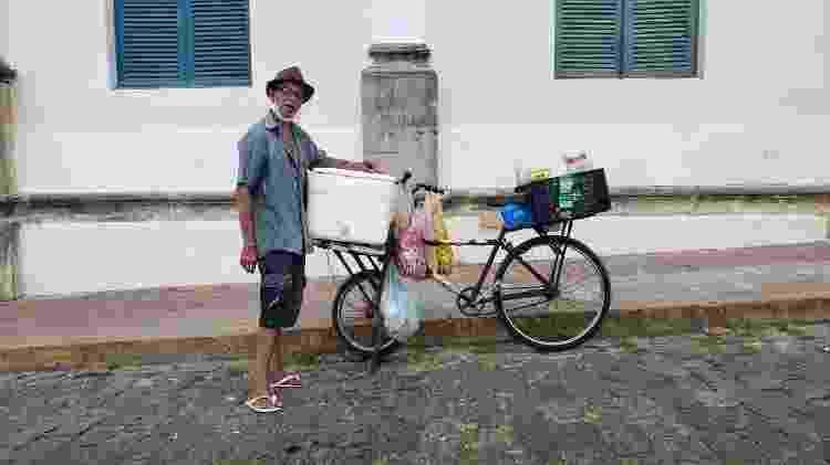 O ambulante Luiz Alberto Alves, 61, nas ruas do centro histórico de Olinda - Carlos Madeiro/UOL - Carlos Madeiro/UOL