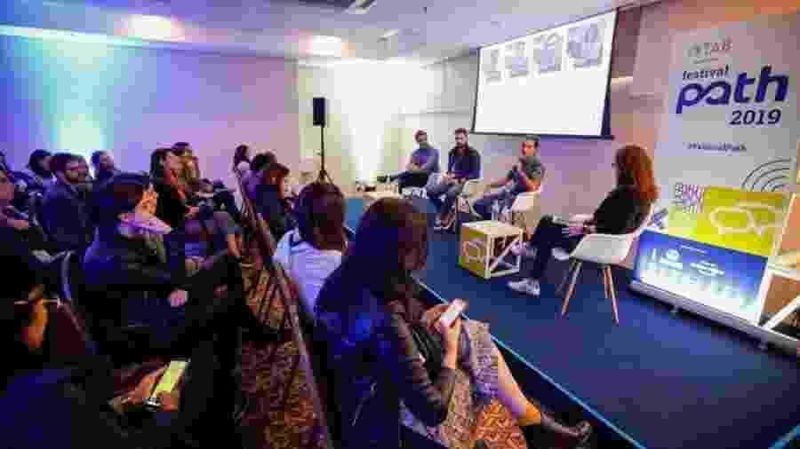 "Palestra ""Foodtech"" no Festival Path, (da esq. para dir), Thiago Burgers, Giuliano Bittencourt, André Antivilo e Andrea Janér - Marcelo Justo/UOL"