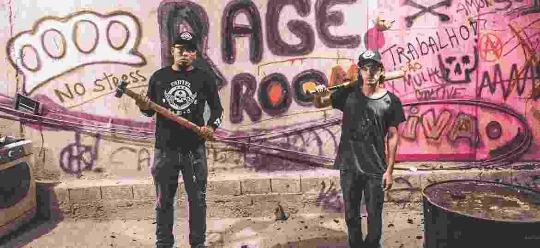 Os irmãos e sócios da Rage Room Vanderlei Alves e Vitor Alves - Arthur Lamas/UOL
