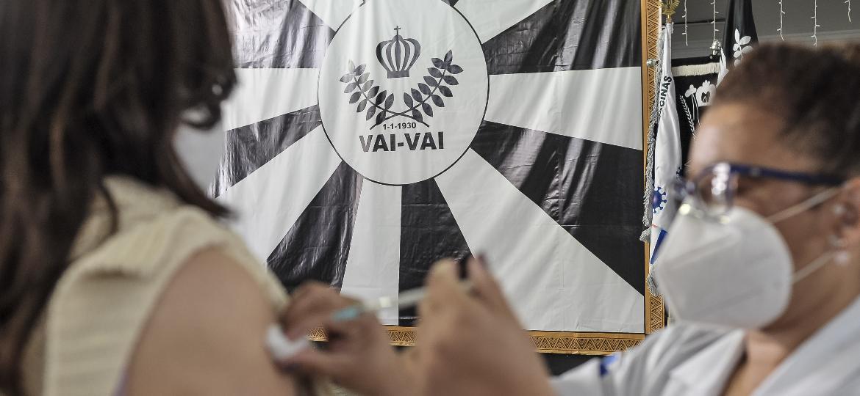 Quadra da escola de samba Vai-Vai virou ponto de vacinação contra covid-19  - Reinaldo Canato/UOL