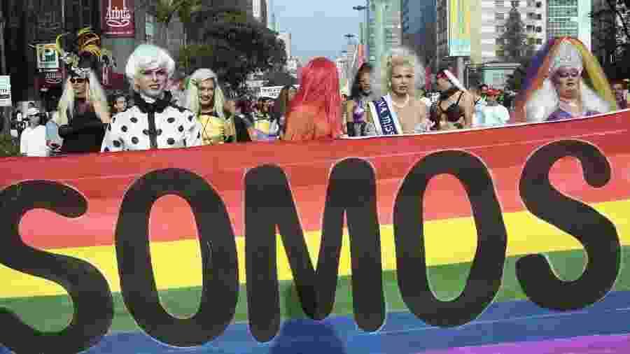 Passeata organizada por grupos de atividades gay durante o Dia Internacional do Orgulho Gay na Avenida Paulista, em 1997 - LULUDI/ESTADÃO CONTEÚDO/AE