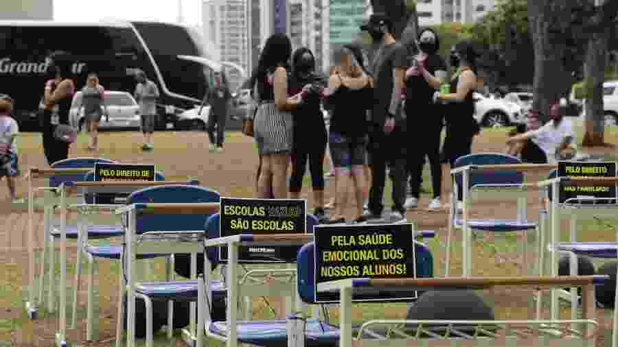 Ato a favor da reabertura das escolas feito por diretores, professores e sindicato das escolas particulares em Maringá (PR) - Wellington Carvalho/Futura Press/Folhapress