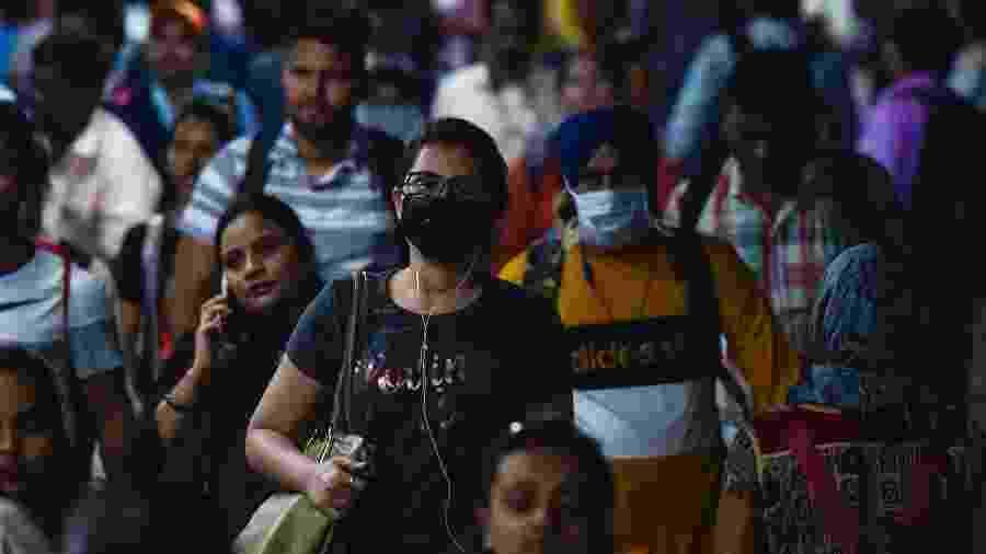 Pessoas usam máscaras de proteção contra o coronavírus em Mumbai, Índia - Hindustan Times/Hindustan Times via Getty Images
