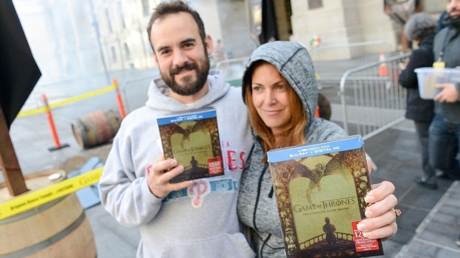"""Fãs recebem cópia da 5ª temporada de """"Game of Thrones"""" em Filadélfia, nos EUA - William Thomas Cain/Getty Images"""