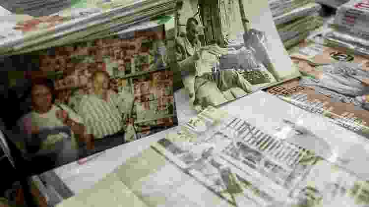 Seu Salvador, 85, jornaleiro mais antigo de São Paulo, em sua banca no viaduto Nove de Julho - Mariana Pekin/UOL - Mariana Pekin/UOL