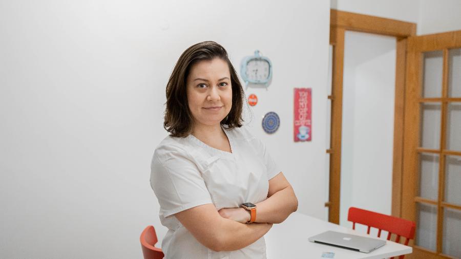 Evelin Gisele Guedes, que conseguiu emprego como enfermeira em Lisboa - Yasmin Araújo/UOL