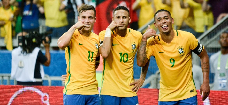 Philippe Coutinho, Neymar e Gabriel Jesus comemoram gol