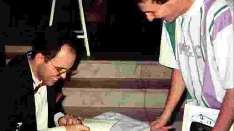 O médium Benjamin Teixeira de Aguiar no lançamento de seu 1º livro psicografado: 'A Princesa do Mediterrâneo', em 1995 - Arquivo Pessoal - Arquivo Pessoal