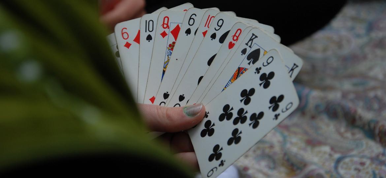 Jogo de cartas - Alessandro Bogliari/Unsplash