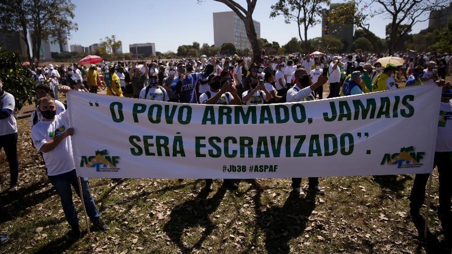 Protesto pró-armas na Esplanada dos Ministérios, em Brasília - Pedro Ladeira/Folhapress