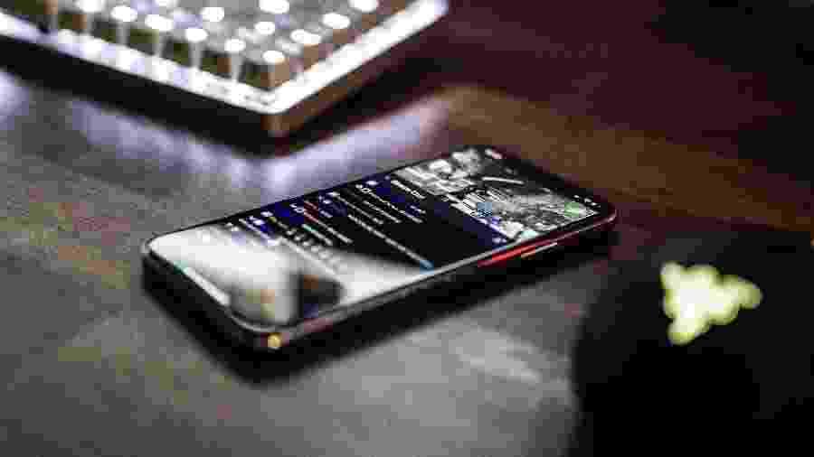 Basta um smartphone para ser um pornógrafo - Caspar Camille Rubin/Unsplash