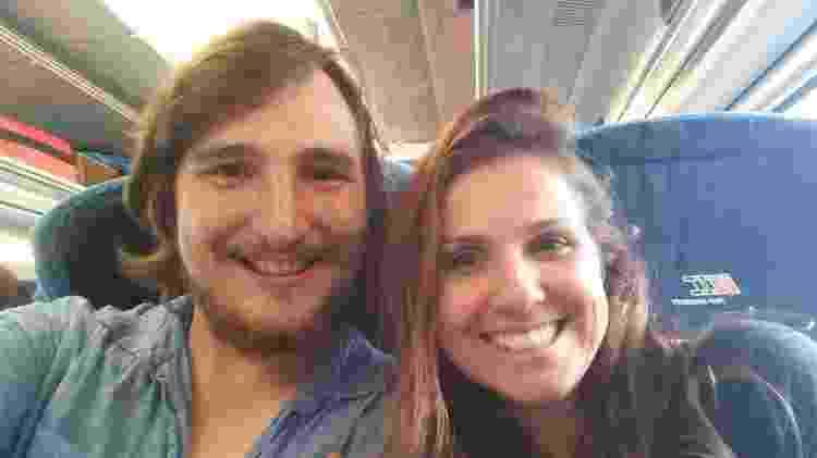 Mariana Almeida e o namorado sueco, Marcus Lomax, em viagem de trem - Mariana Almeida/Arquivo Pessoal - Mariana Almeida/Arquivo Pessoal