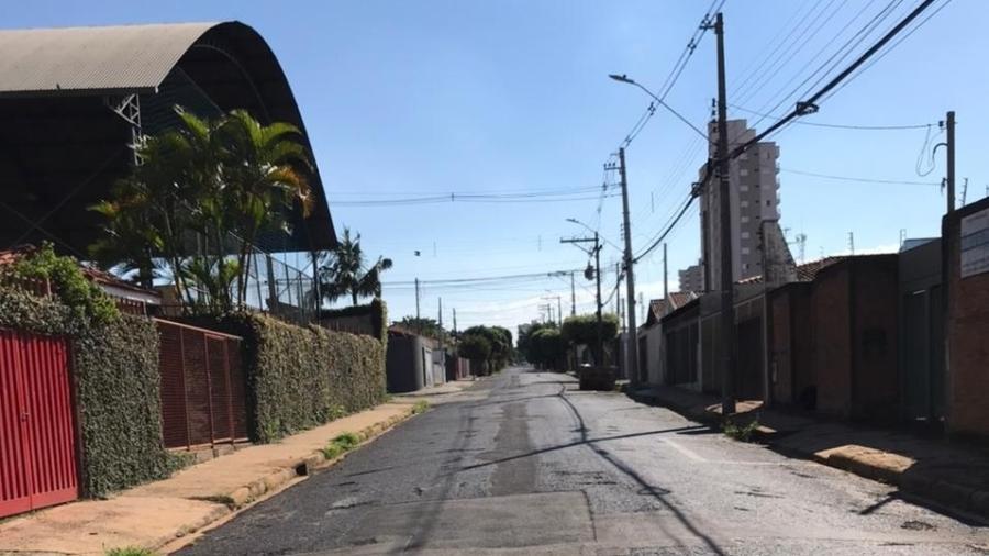 Rua vazia em Araraquara, em fevereiro, quando foi decretado lockdown - Matheus Pichonelli/UOL