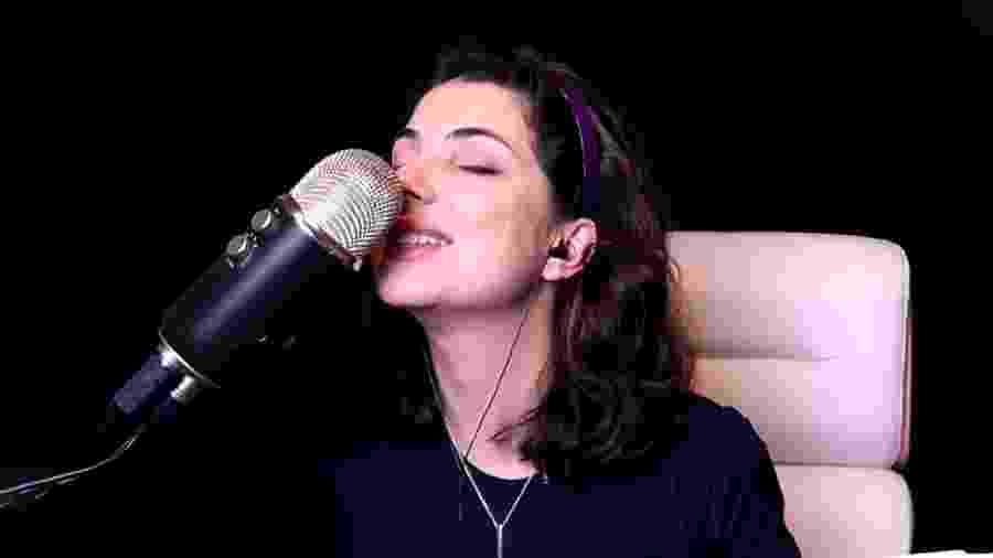 Carol Rossi faz ASMR no YouTube - YouTube/Reprodução