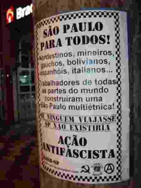 Cartaz fixado em postes de São Paulo em 2011 por um grupo skinhead antifascista contra o racismo e xenofobia - Reprodução - Reprodução
