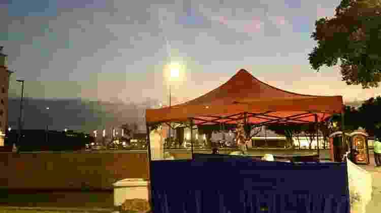 O amanhecer na Barraca do Acarajé, na Praça XV de Novembro, no Rio - Fabiana Batista/UOL - Fabiana Batista/UOL