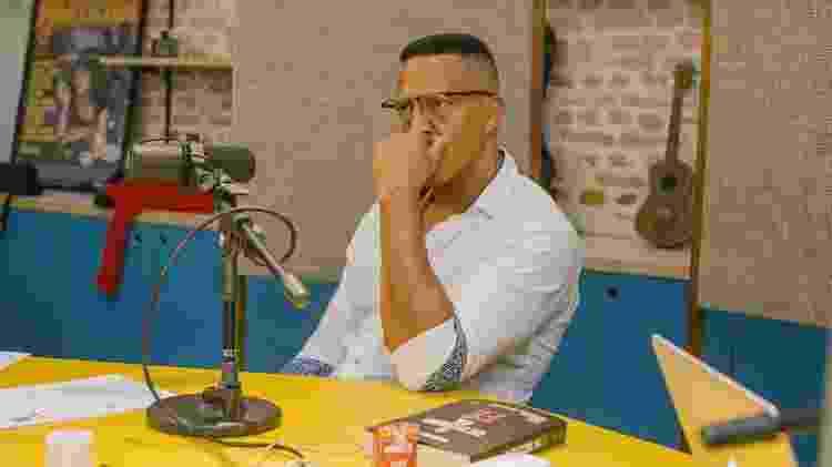 """Mano Brown durante gravação do podcast """"Mano a Mano"""" - Jef Delgado/Divulgação - Jef Delgado/Divulgação"""