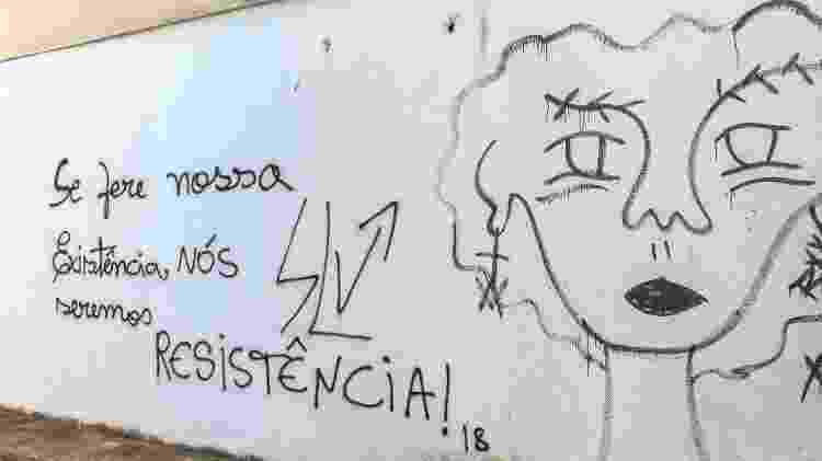 Mensagens espalhadas nas paredes da UFPB ressaltam a luta da comunidade LGBT dentro do campus - Ítalo Rômany/Eder Content