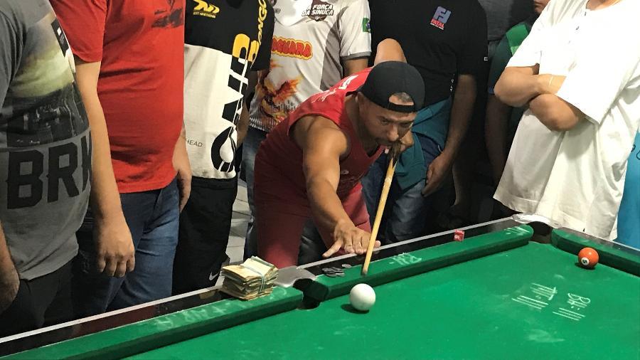 Baianinho de Mauá, melhor jogador de sinuca do Brasil disputa partida valendo um bolo de dinheiro - Felipe Pereira