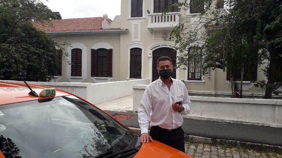 Nilton Zanandrea, 62, taxista que faz ponto na porta da maternidade Victor Ferreira do Amaral, em Curitiba - Vinicius Konchinski/UOL