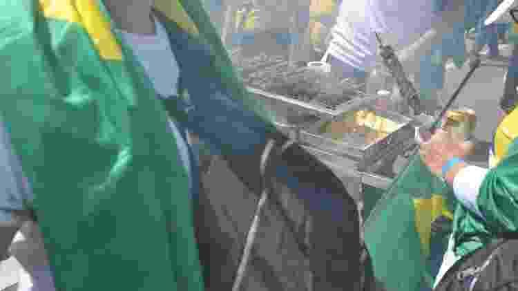 , com direito a tendas de chopp e até serviços de massagem na calçada - Reinaldo Canato/UOL - Reinaldo Canato/UOL