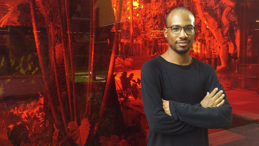 O designer Cairê Moreira (25) acredita no futuro da moda sem o padrão P-M-G - Foto: Ana Paula Grabois