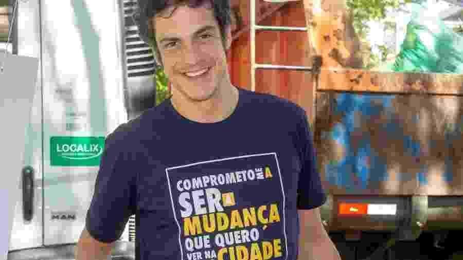 """Ator Mateus Solano diz que o principal objetivo de ações como mutirões de despoluição de canais e lagoas é """"limpar a cabeça"""" das pessoas para o descarte correto de lixo - Andréia Lago/Eder Content/UOL"""