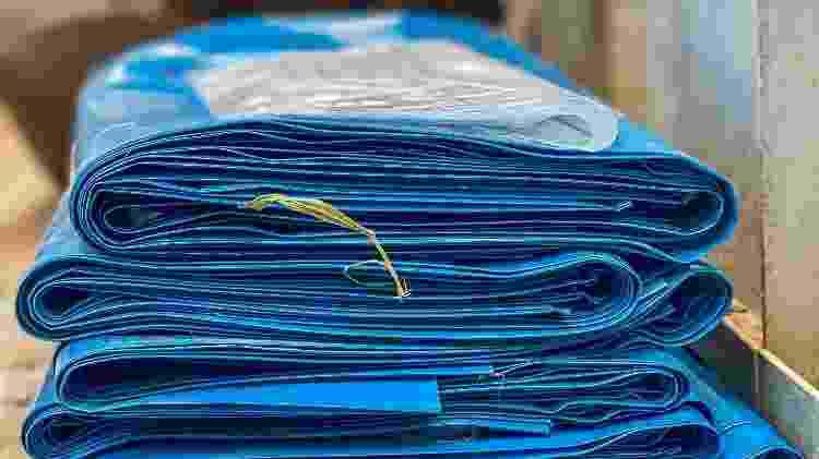 Pilha de sacos - Edson Lopes Jr - Edson Lopes Jr
