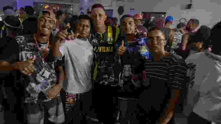 """Cenas da tabacaria """"Levitate Hookah Lounge"""" em Itaquaquecetuba, região metropolitana de São Paulo - André Lucas/UOL - André Lucas/UOL"""