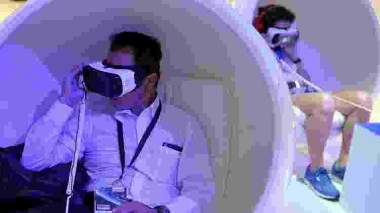 Visitante usa óculos de realidade virtual em feira em Berlim (Alemanha) - Stefanie Loos/Reuters - Stefanie Loos/Reuters