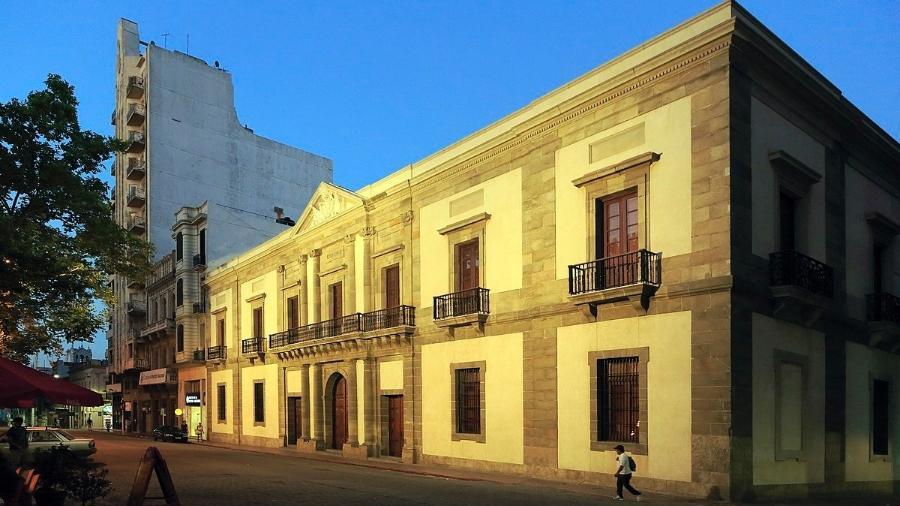 Prédio do Cabildo Histórico no bairro Ciudad Vieja, em Montevidéu - Wiki Commons