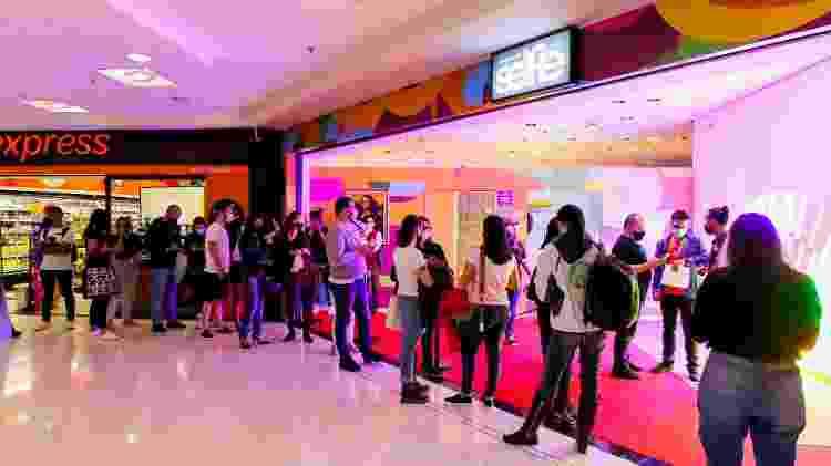 Pessoas aguardam na fila a inauguração do Museu da Selfie, em São Paulo - Flavio Florido/UOL - Flavio Florido/UOL