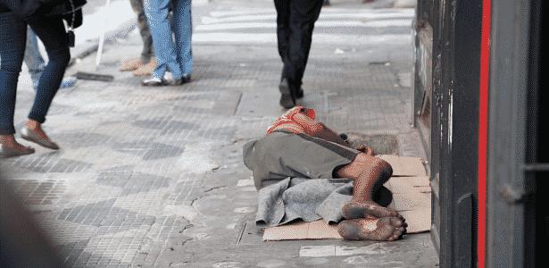 Ao menos 30 mil pessoas vivem hoje nas ruas da cidade de São Paulo 54f0ad7723442
