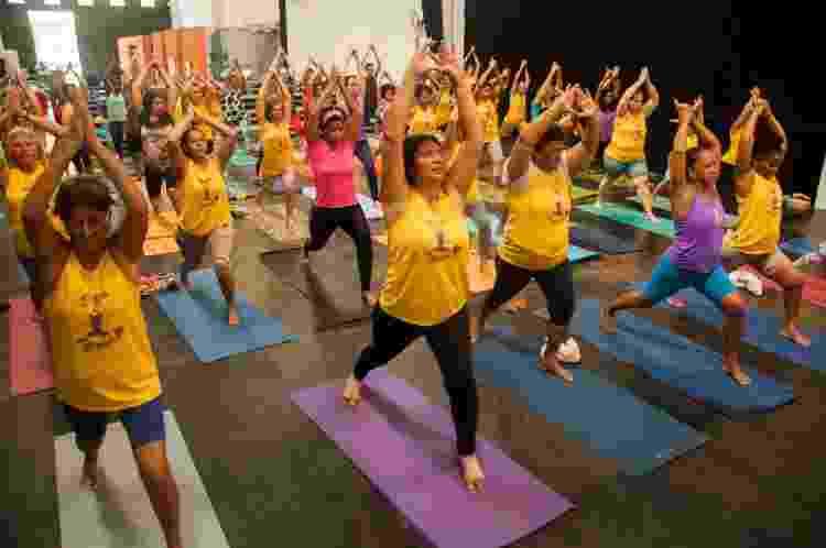 Aula do projeto Yoga na Maré, no Rio, capitaneada por Ana Olívia Cardoso - Diogo Felix/Divulgação - Diogo Felix/Divulgação