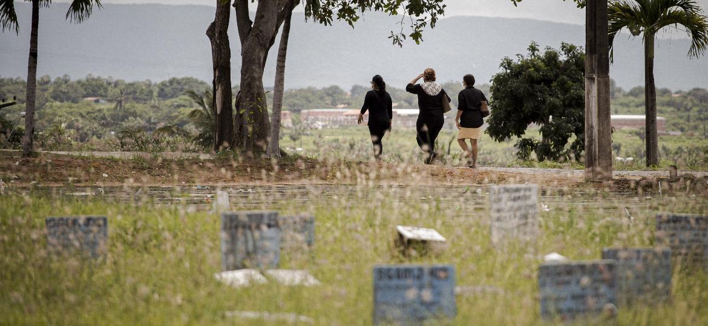 Cemitério municipal do Bom Jardim, região mais violenta de Fortaleza - Marília Camelo/UOL