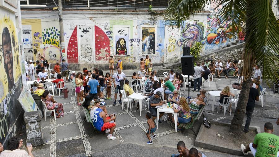 Roda de samba na Pedra do Sal, no Rio - Folhapress