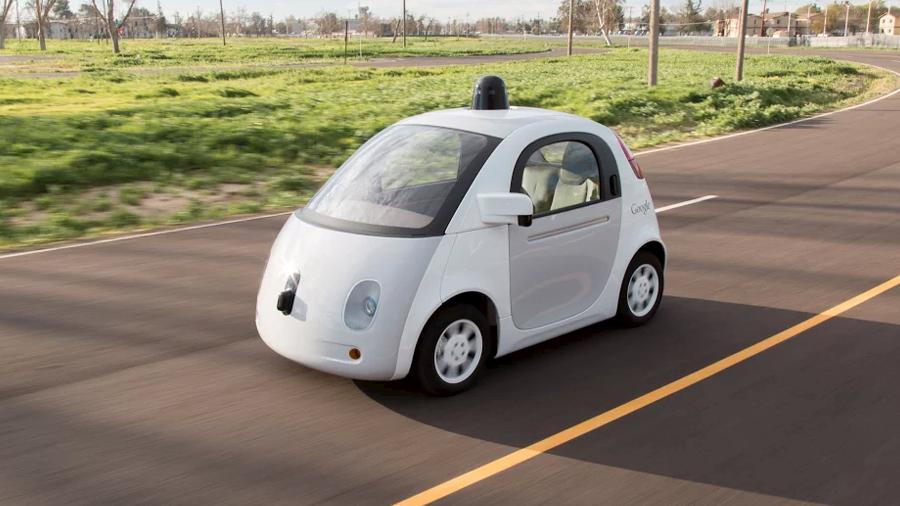 Um dos protótipos de carro autônomo desenvolvido pelo Google anda por rodovia do Vale do Silício (EUA) - Reuters