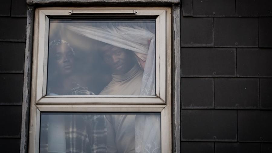"""Cena do longa """"His House"""", do diretor Remi Weekes - Aidan Monaghan/ Divulgação"""