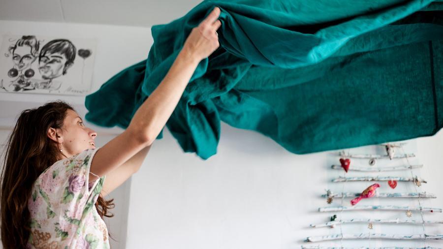 A manutenção da casa é geralmente parte do trabalho de cuidado não remunerado - Volha Flaxeco/ Unsplhash
