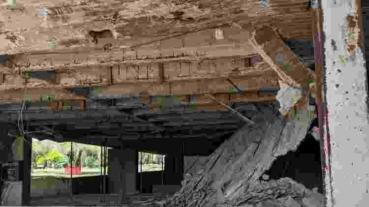 Parte da estrutura do Teatro Experimental de Trípoli desmoronou. O projeto é de Oscar Niemeyer - Fernanda Ezabella/UOL - Fernanda Ezabella/UOL