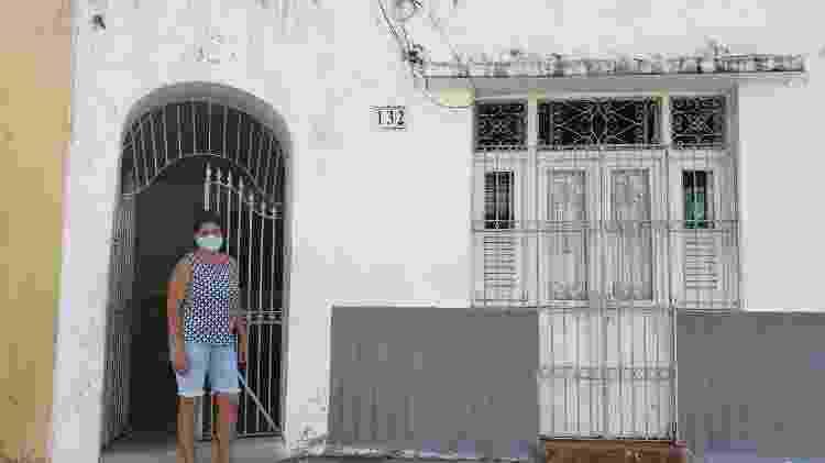 Tereza Santos, que mora ao lado da tradicional Pitombeira dos Quatro Cantos, em Olinda - Carlos Madeiro/UOL - Carlos Madeiro/UOL