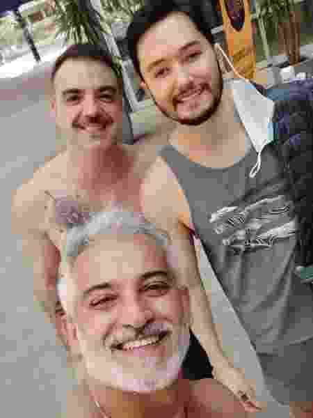 Manaem Duarte (camiseta), com Rodrigo Fornali e Marcelo Bal - Acervo pessoal - Acervo pessoal
