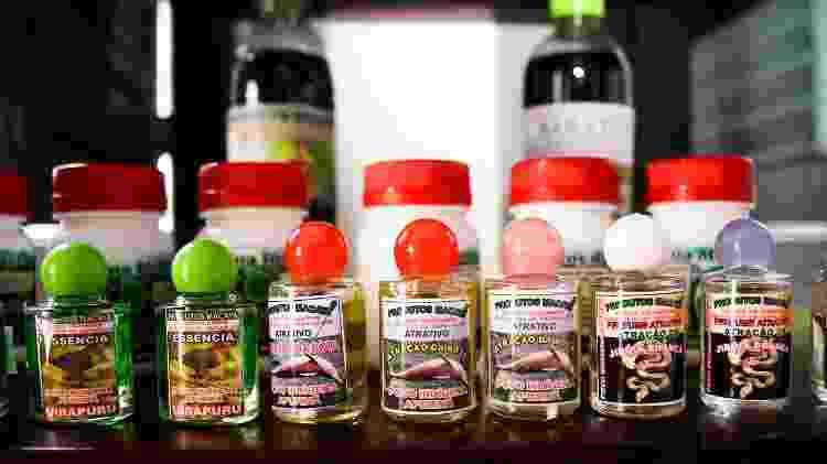 Óleos e perfumes feitos com recursos naturais, a partir de ervas da região amazônica - Nathalie Brasil/UOL - Nathalie Brasil/UOL
