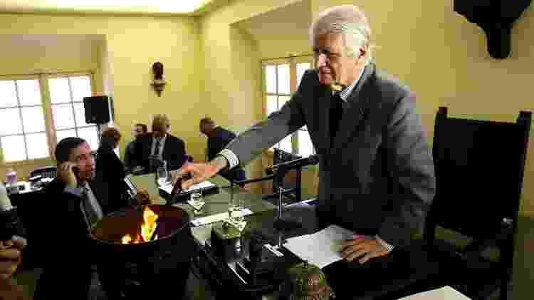 Após contagem de votos, em cerimônia fechada para os membros da ABL, as cédulas são queimadas.  - Julio Cesar Guimaraes/UOL - Julio Cesar Guimaraes/UOL